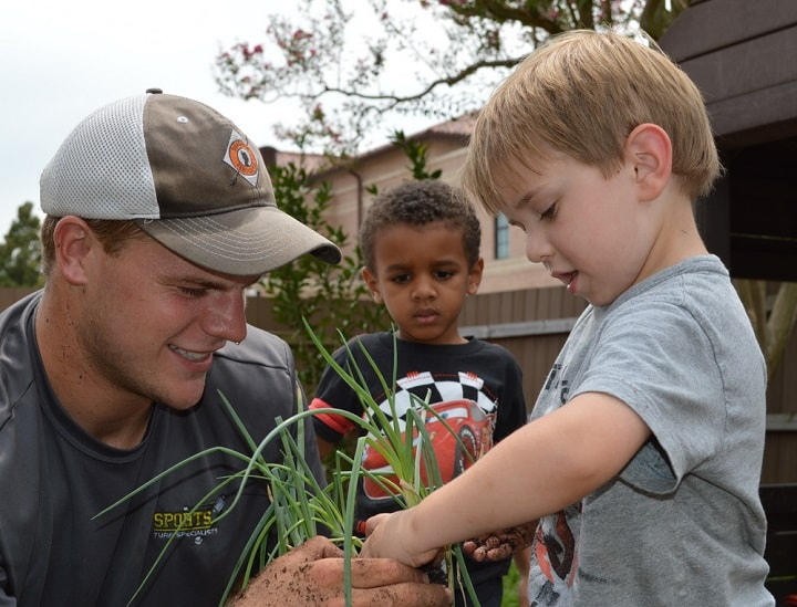 Preschoolers plant gardens-min_1442869439329.jpg