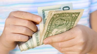 kid-counting-out-money-jpg_20160105005755-159532