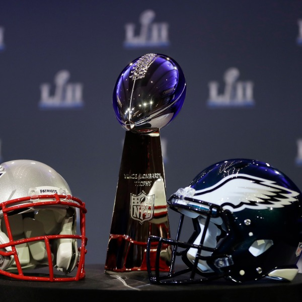 Eagles_Patriots_Super_Bowl_Football_29491-159532-159532.jpg41125096