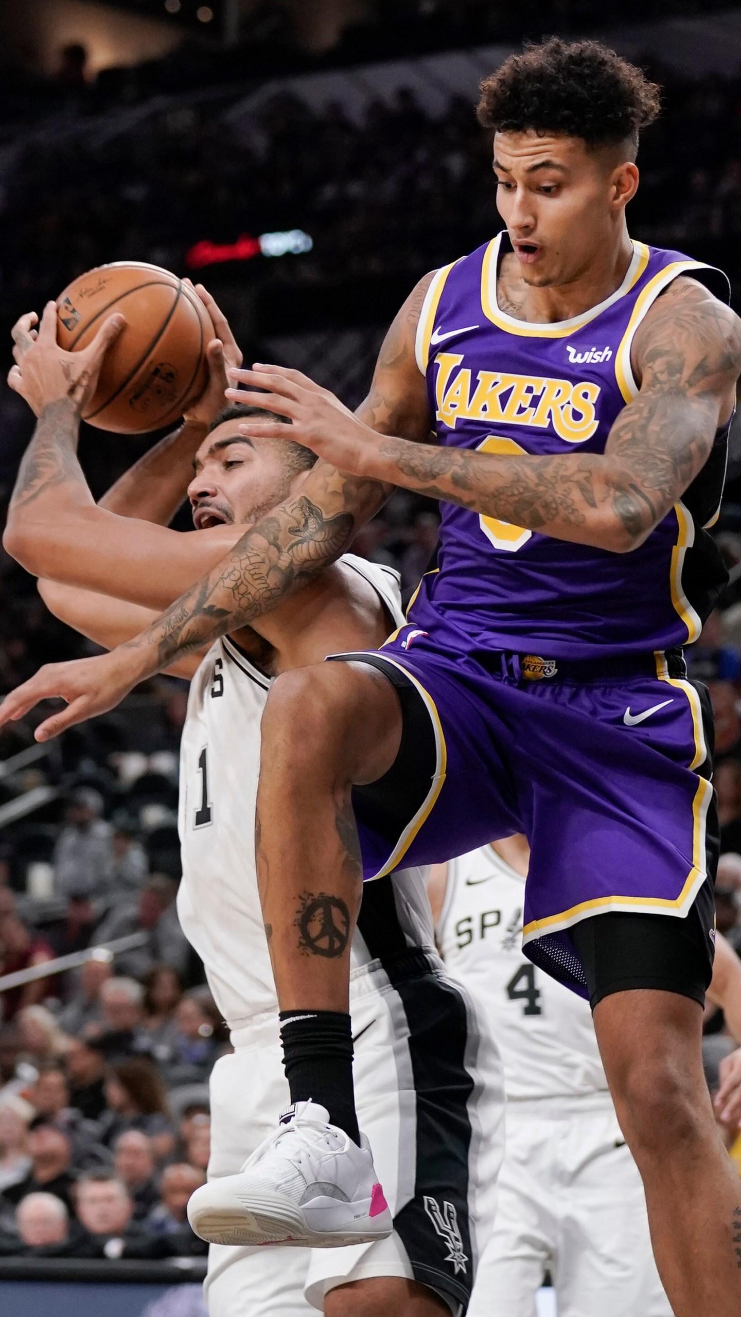 Lebron James Anthony Davis Lead Lakers Past Spurs Wntz